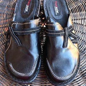 Black clog/mule